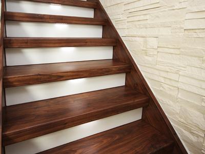 Rekonštrukcia drevených schodov
